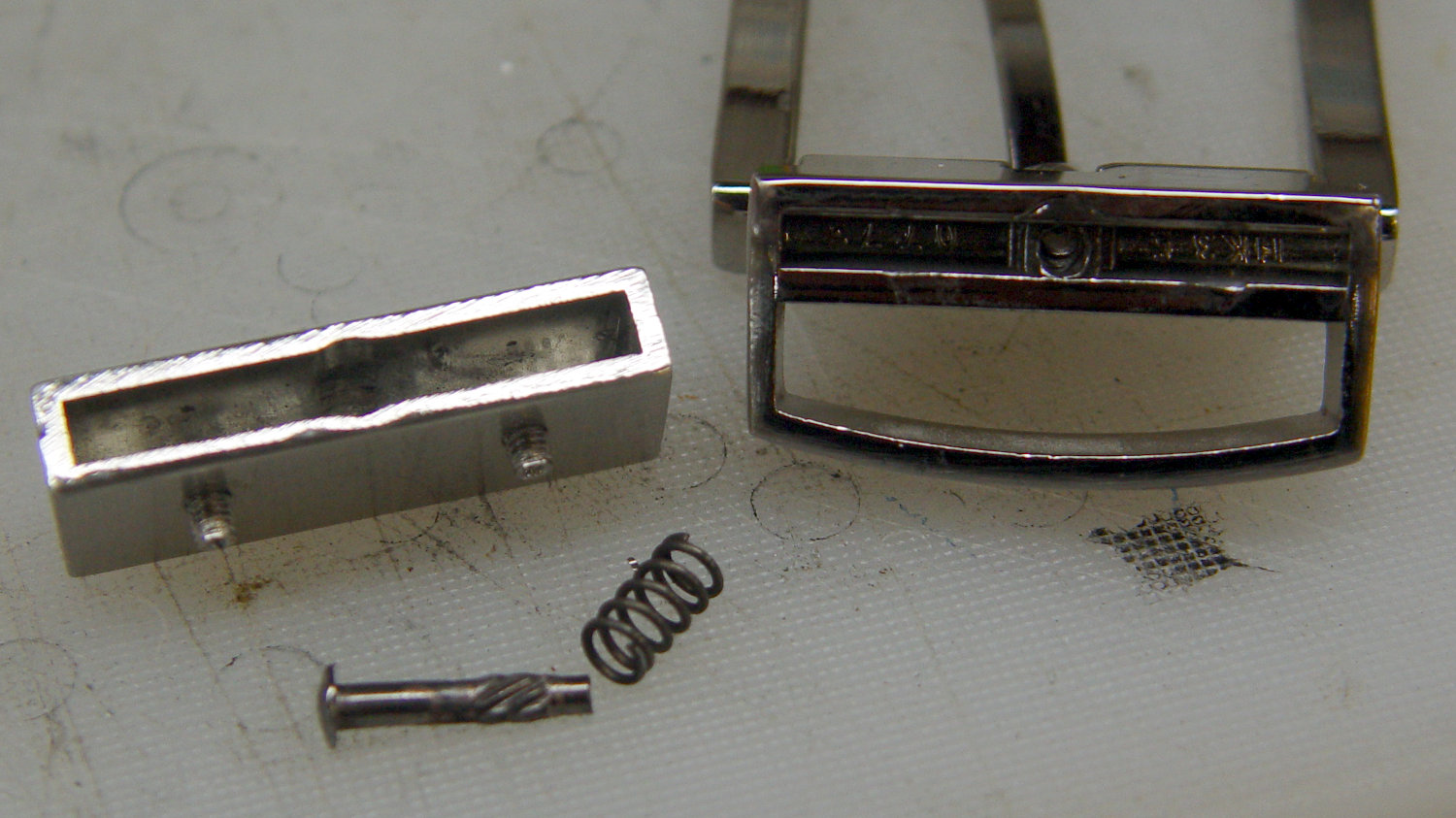 Reversible belt buckle - parts