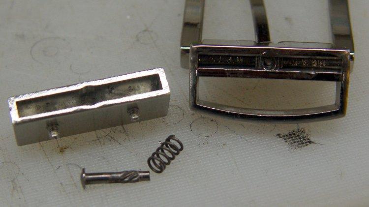Reversible belt buckle - parts
