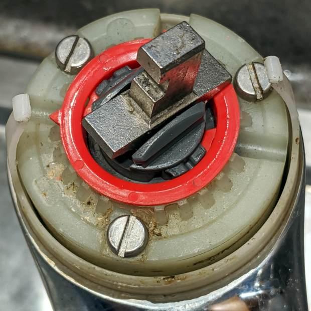 Am Std Elite Faucet - misaligned hot limit stop