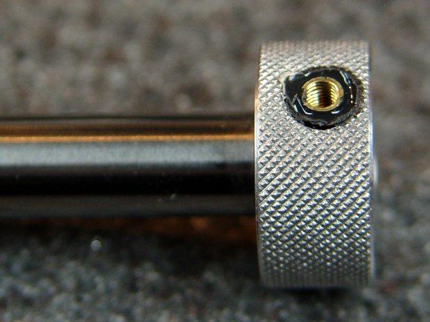 Pilot V5RT holder - lock screw insert