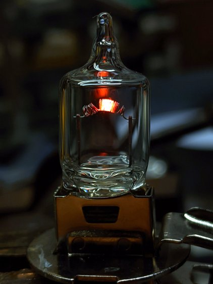 Halogen H3 bulb - 1.5 A - dark