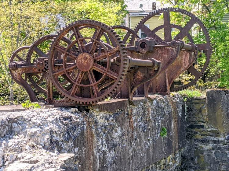 Wappinger Dam - old penstock gearing - E view