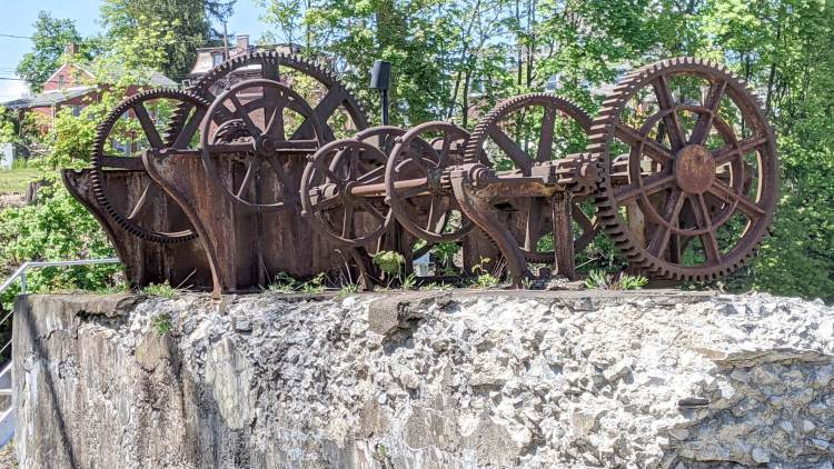 Wappinger Dam - old penstock gearing - SE view