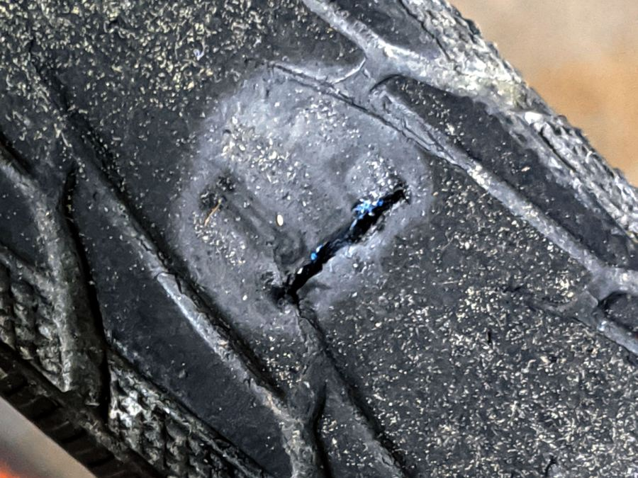 W5W fragment - tire gash