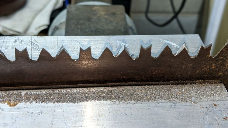 Pruning Saw sharpening - side view