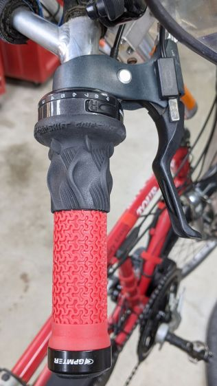Tour Easy grips - right installed