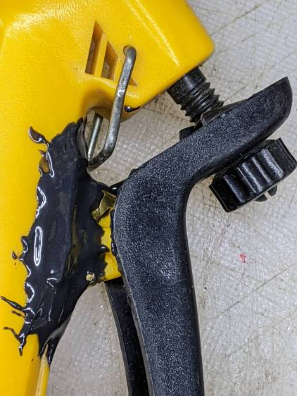 Garden Sprayer - pivot repair - detail