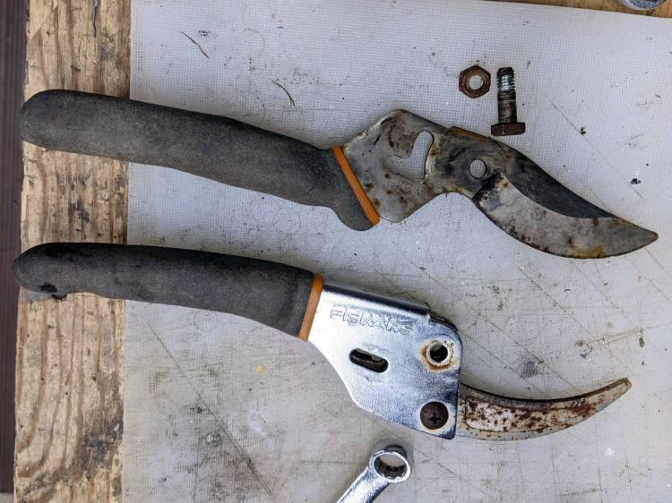 Fiskars bypass pruner - as found