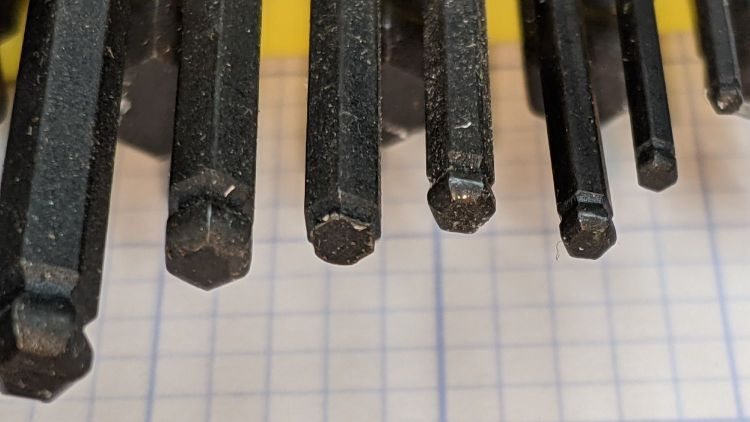 Bondhus hex wrenches - missing 7-64 ball - detail